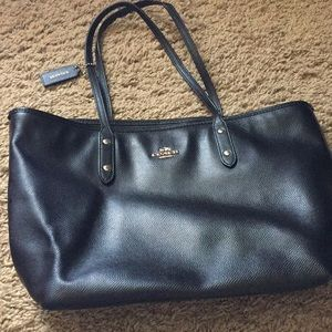Coach large pebbled leather tote in black
